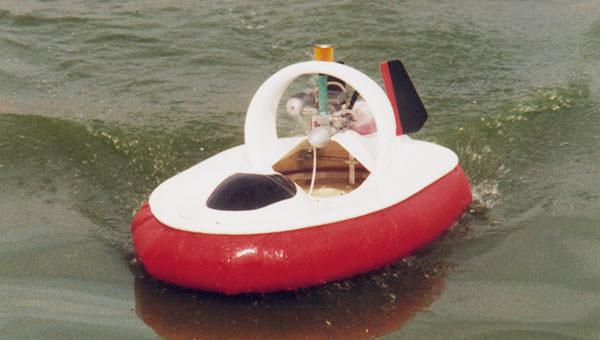 aeroglisseur-radiocommande-pga10-modele-reduit